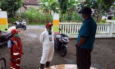 Petugas mendatangi kediaman warga Kabupaten Blitar yang meninggal di Jakarta diduga karena corona
