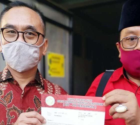 Pasangan calon Wali Kota dan Wakil Walikota Blitar Santoso – Tjutjuk Sunario saat menerima rekomendasi dari DPP PDI Perjuangan